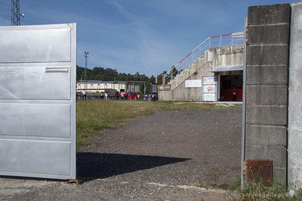 Resultado de imaxes para: campo de futbol de extramundi